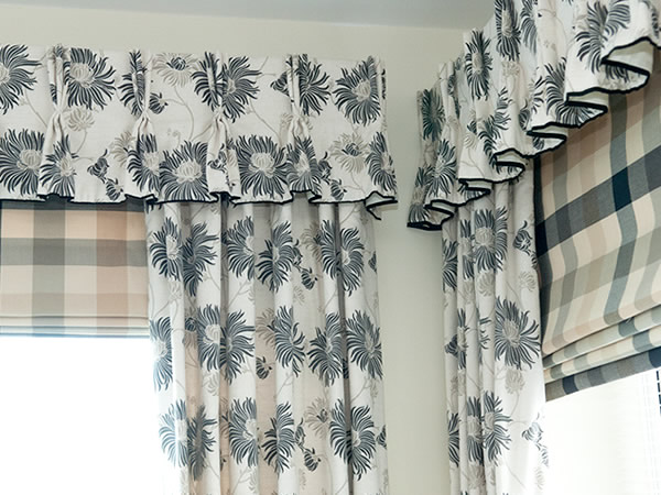 TRIPLE PLEATED VALANCES