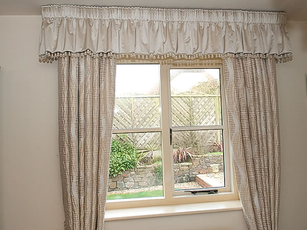 PENCIL PLEATED VALANCE